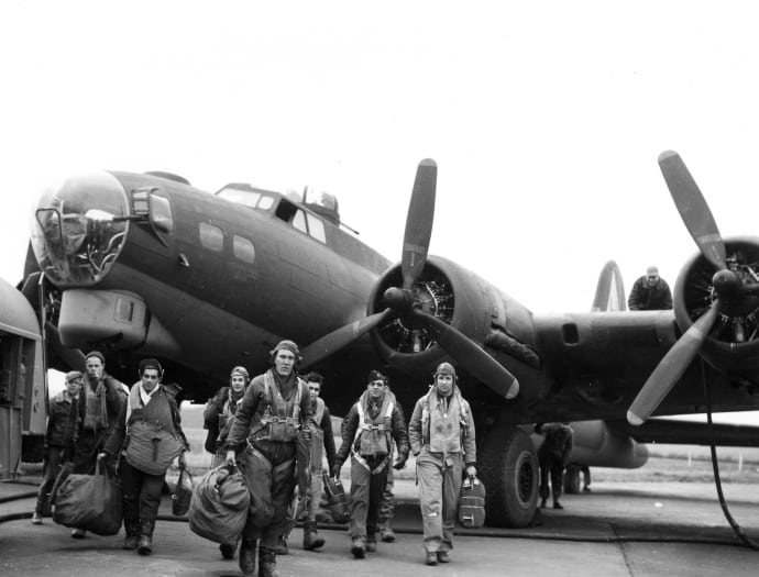 Image [A 381st Bomb Group Boeing B-17G Flying Fortress crew returns to England following a bombing raid to Frankfurt, Germany on February 4, 1944.][via americanwarrior.com]