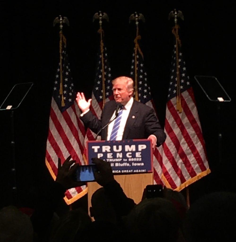 image Trump rally - Council Bluffs, Iowa, Sept28