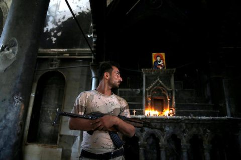 Image Soldier guards Christian church Iraq