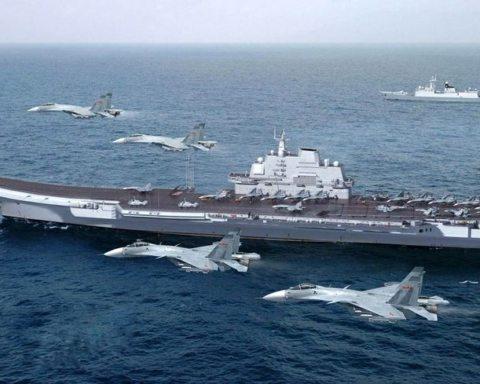 Image China aircraft carrier Liaoning