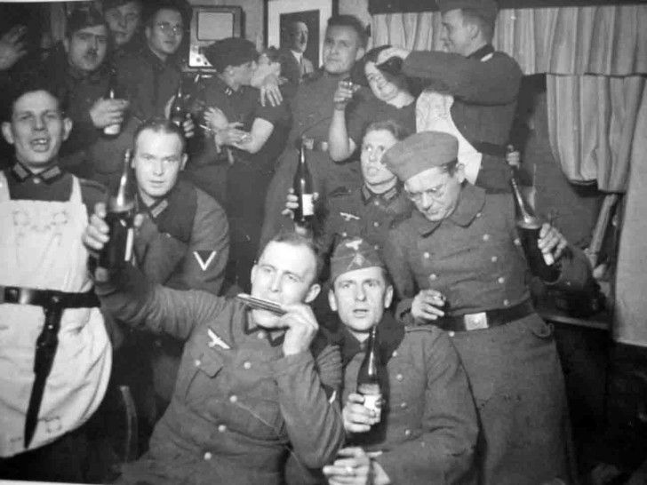 Image soldiers drinking