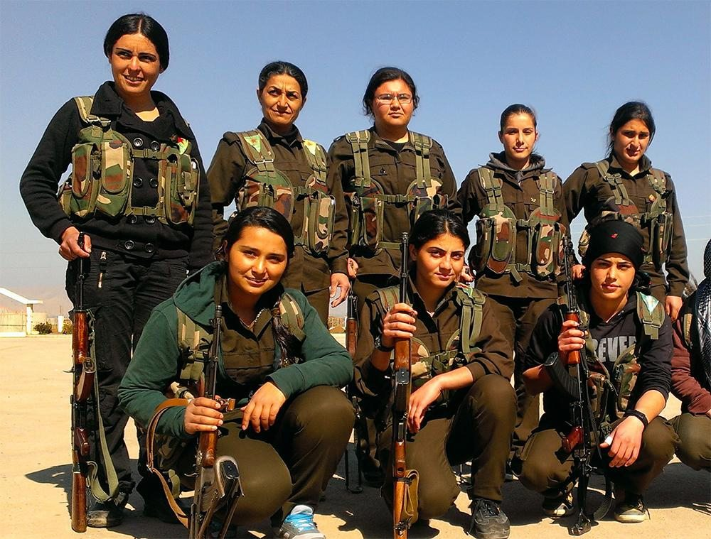 Image Kurdish female fighters