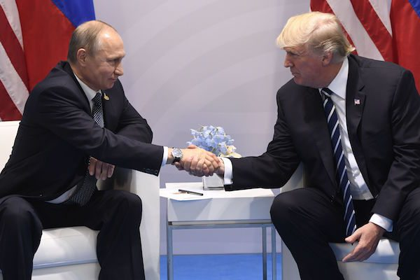 Image Putin Trump first meeting by the issues