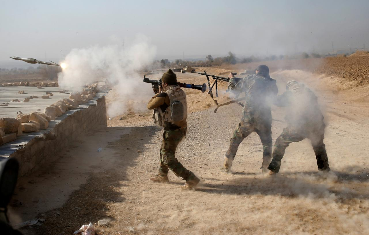 Image An Iraqi soldier fires a RPG during clashes with Islamic State fighters in Al-Qasar, South-East of Mosul, Iraq November 28, 2016