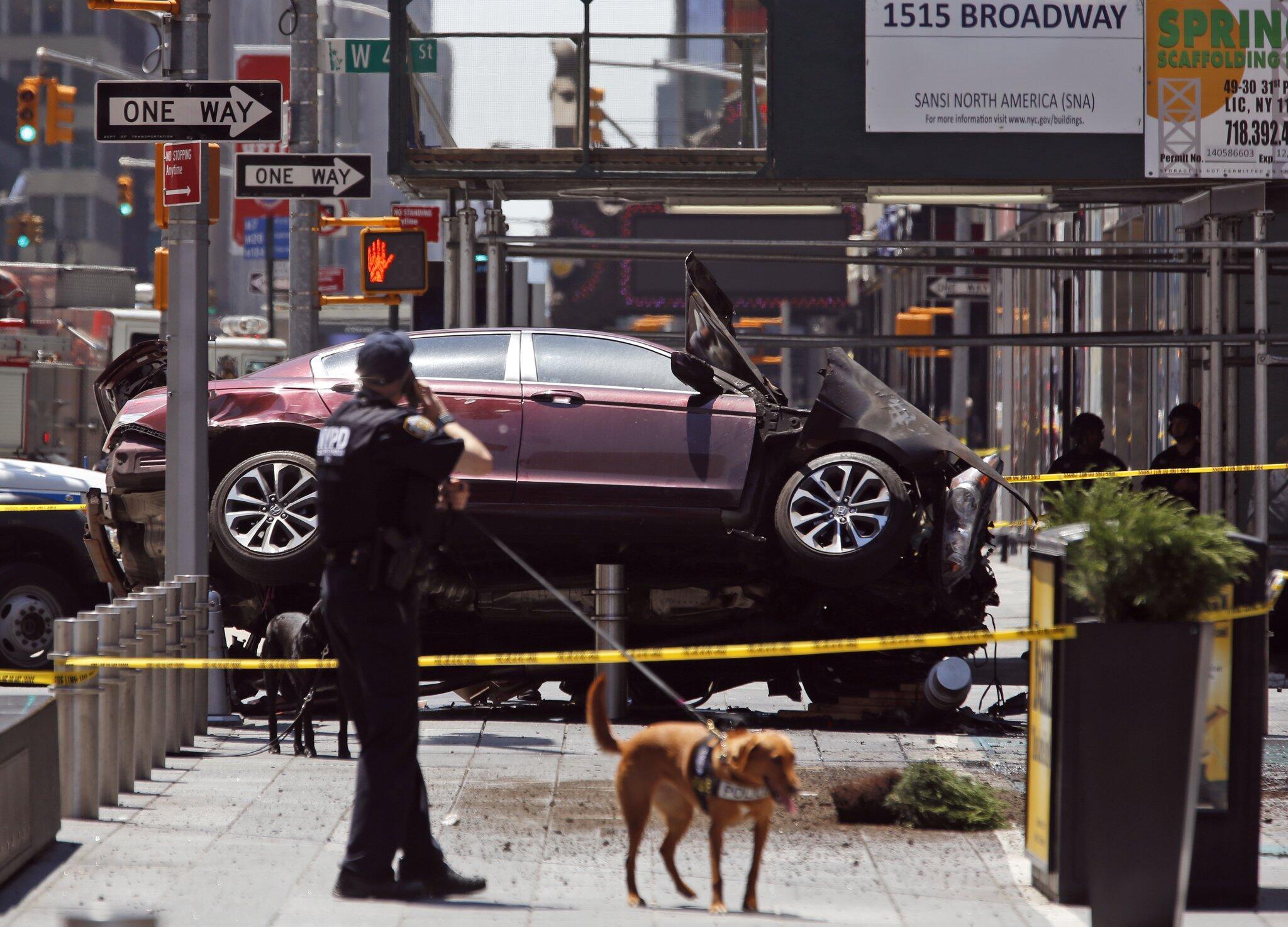 Image Times Square driver bollards