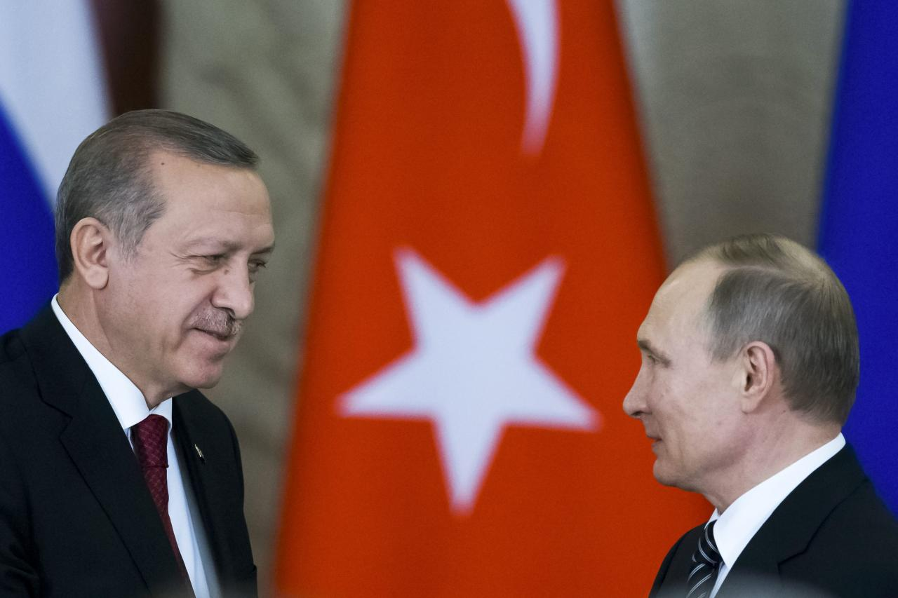 Image Russian President Vladimir Putin (R) shakes hands with his Turkish counterpart Tayyip Erdogan after the talks at the Kremlin in Moscow, Russia, March 10, 2017. (REUTERS/Alexander Zemlianichenko/Pool)