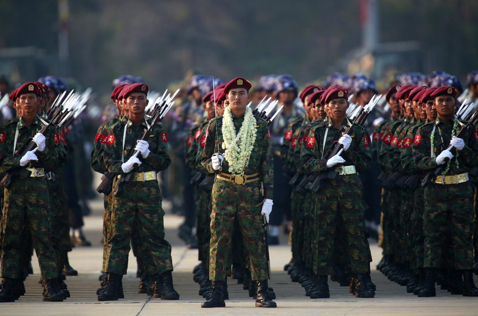 Image Myanmar military soldiers line up during the 70th Armed Forces Day in Naypyitaw, Myanmar, 27 March 2015 (Photo: Lynn Bo Bo/EPA)