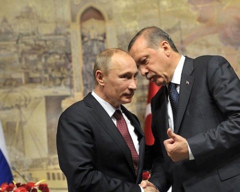 Image Russia arms deal marks ever widening gap between NATO and Turkey