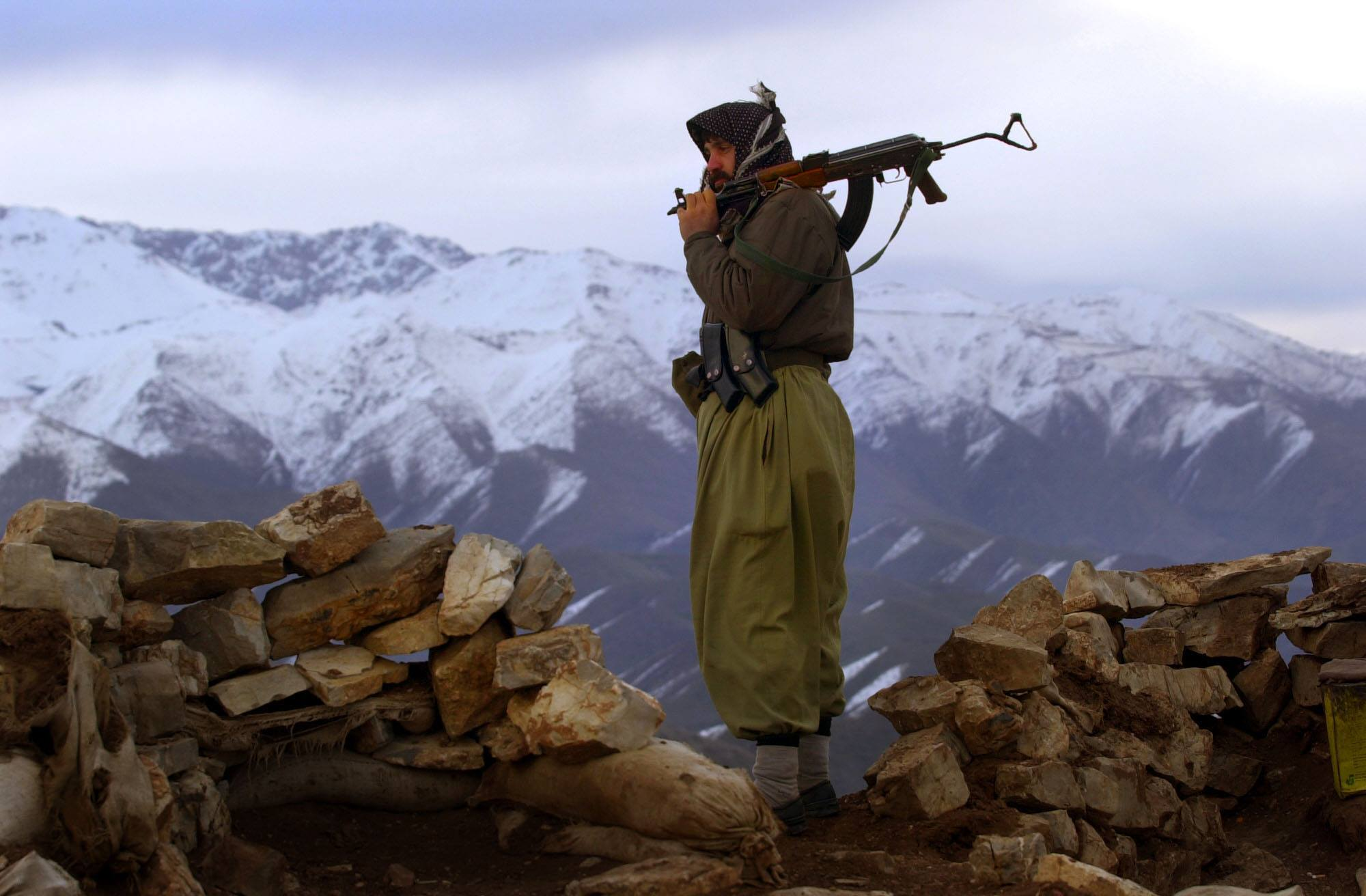Image A Kurdish fighter in the north of Iraq, December 24, 2008 (James Gordon)