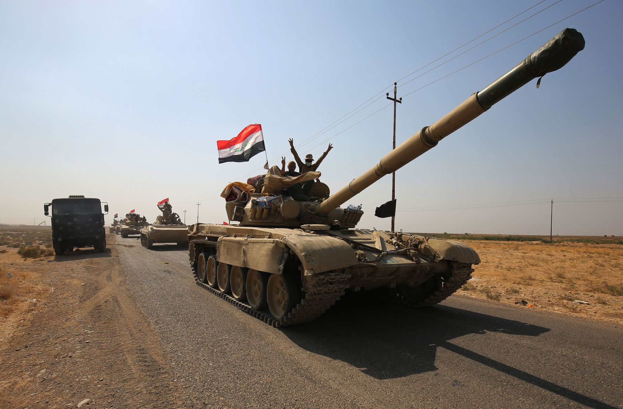Image Iraqi forces drive towards Kurdish peshmerga positions on October 15, 2017, on the southern outskirts of Kirkuk. (AHMAD AL-RUBAYE / AFP)