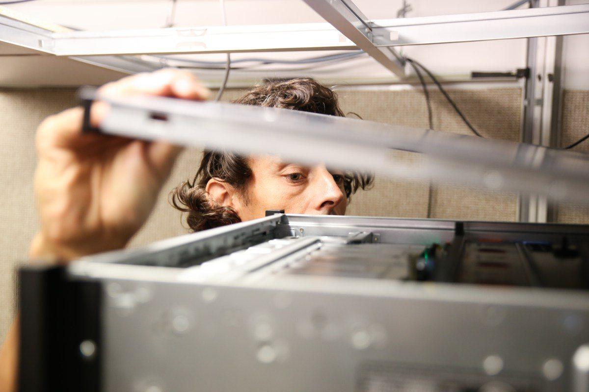 Image Last check of ARTS supercomputer [Elodie Burrillon / ASTRON]