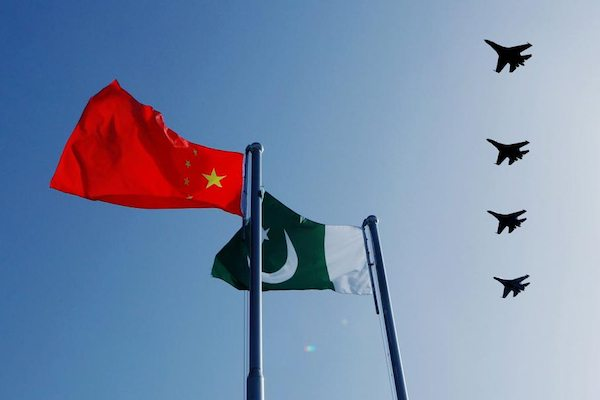 Image Pakistan pivots to China's currency following withdrawal of U.S. Aid [CHINA MILITARY ONLINE/LIU YINGHUA]