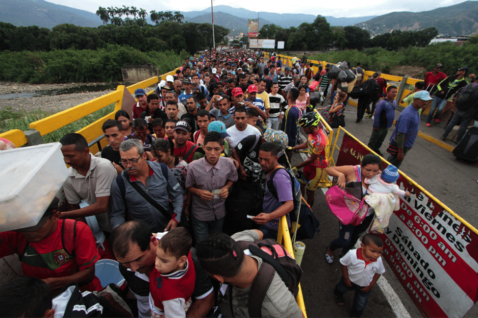 Image [Venezuelans at the Colombian border - AFP]