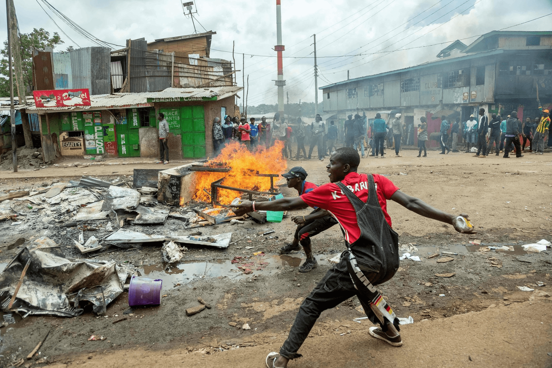 Image OPPOSITION SUPPORTERS PROTESTING IN A NAIROBI SLUM. [GEORGINA GOODWIN/AGENCE FRANCE-PRESSE]