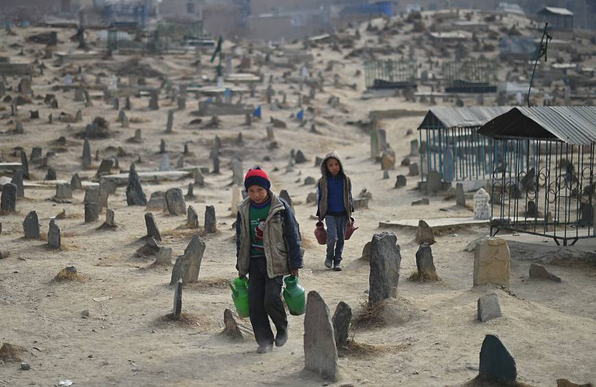 Image Cemeteries in Kabul hold thousands of the victims of the 1992-96 civil war. (AFP-JIJI)