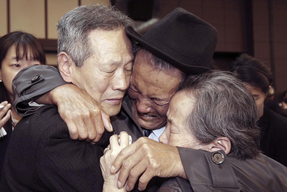 Image Oct. 22, 2015, North Korean Son Kwon Geun, center, weeps with his South Korean relatives as he bids farewell after the Separated Family Reunion Meeting at Diamond Mountain resort in North Korea (Korea Pool Photo via AP)