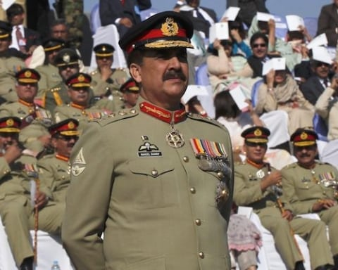 Image Pakistan's military and its largest political party face off [Lima Charlie News][Photo: Reuters]