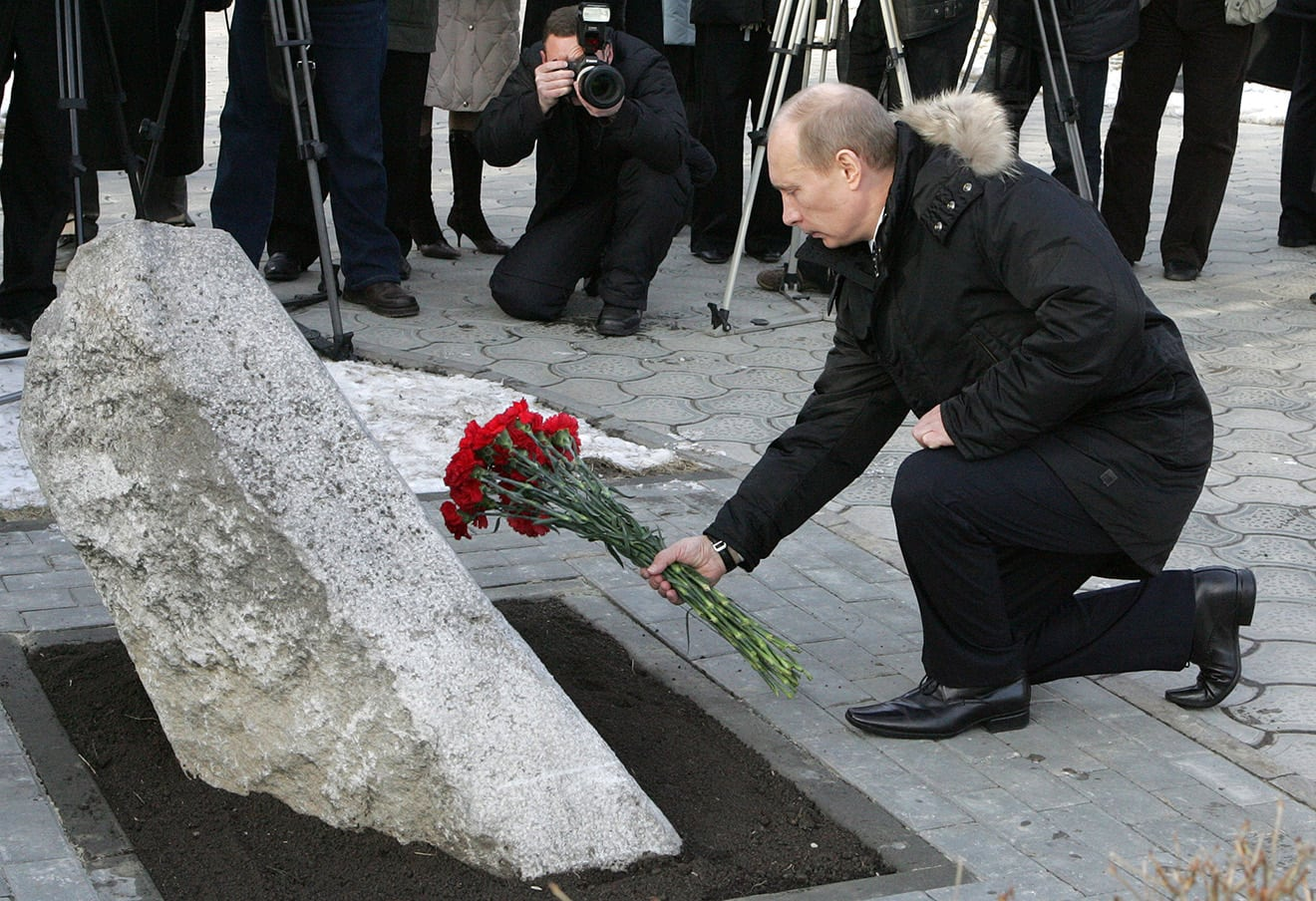Image Russian president Vladimir Putin lays flowers at a memorial to workers killed in the 1962 Novocherkassk massacre, Feb. 1, 2008. (Photo ITAR-TASS / Mikhail Klimentyev)