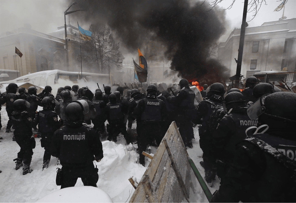 Image Police and anti-government protesters clashing on March 3rd, 2018. The anniversary of the Maidan revolution is in February. (NYT Photo)