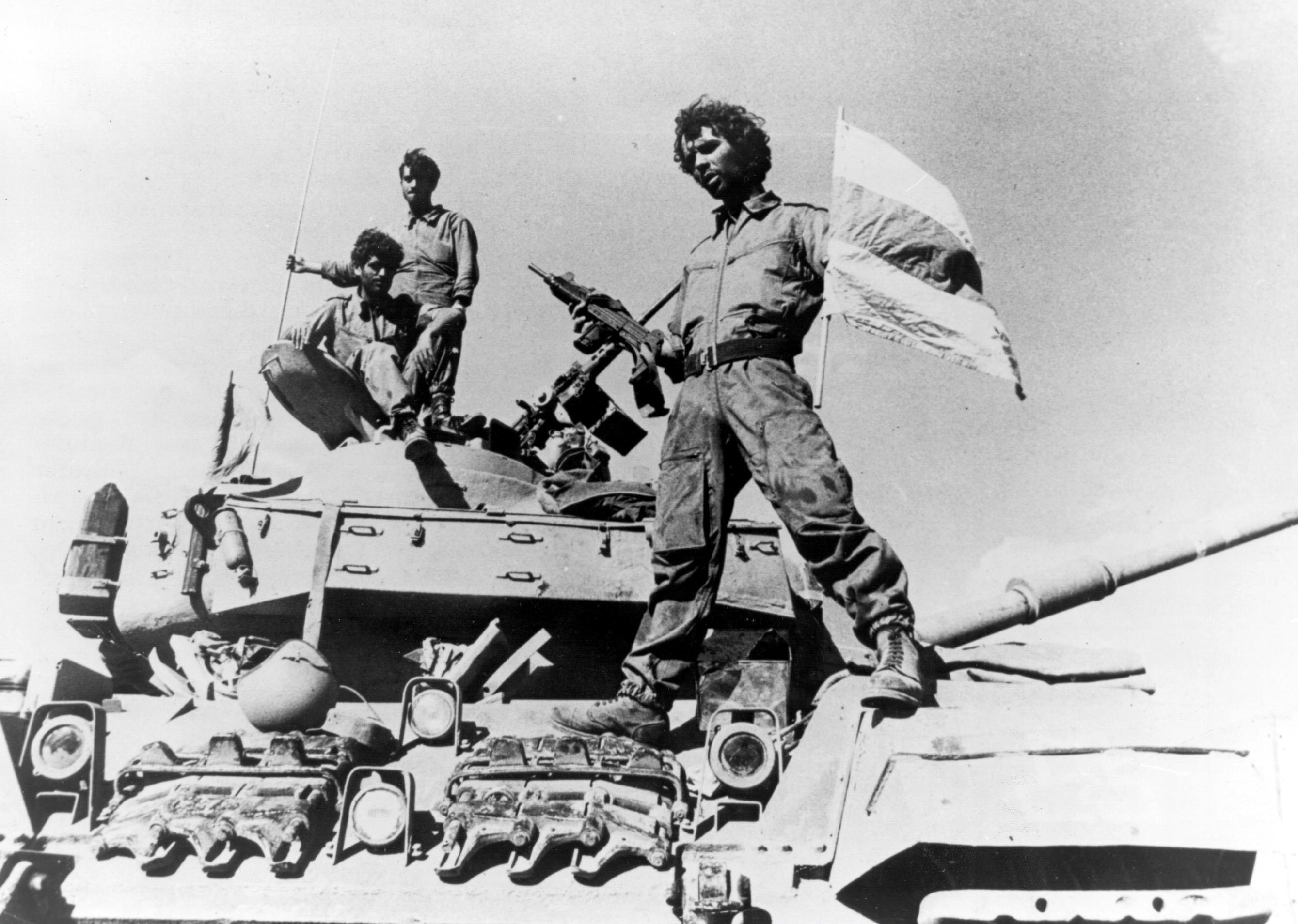 Image [Yom Kippur War - An Israeli soldier on a tank]