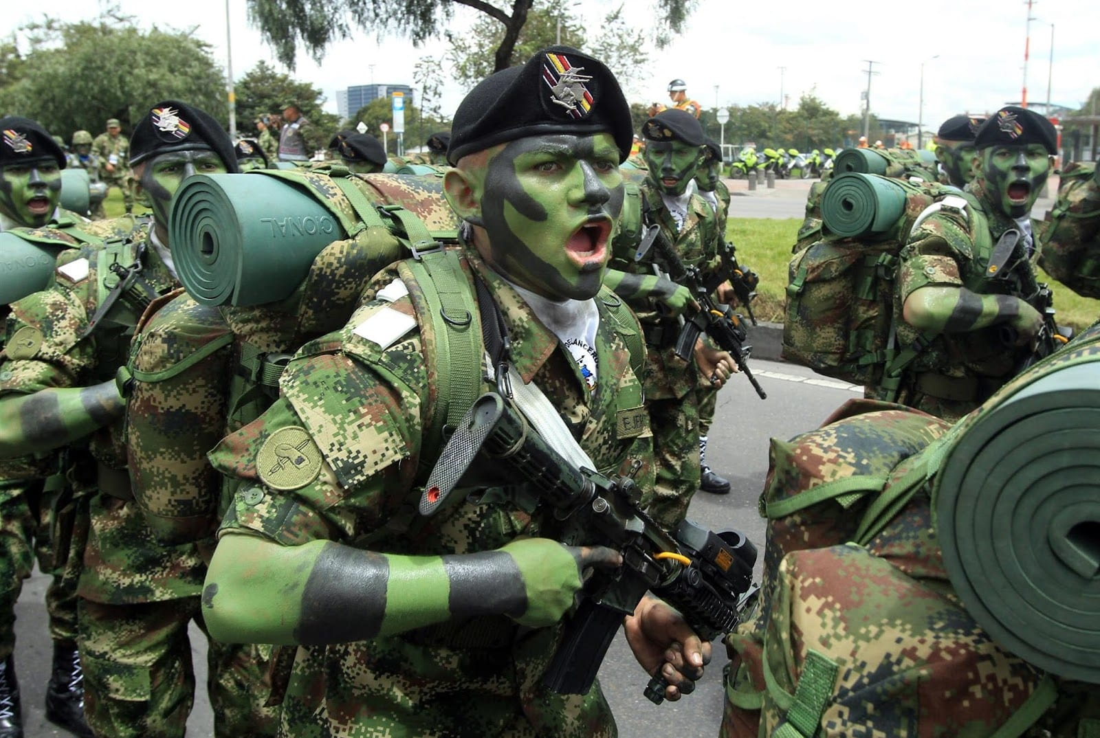 Image [Colombian soliders on parade in Bogota. Photo: Mauricio Duenas Castaneda]