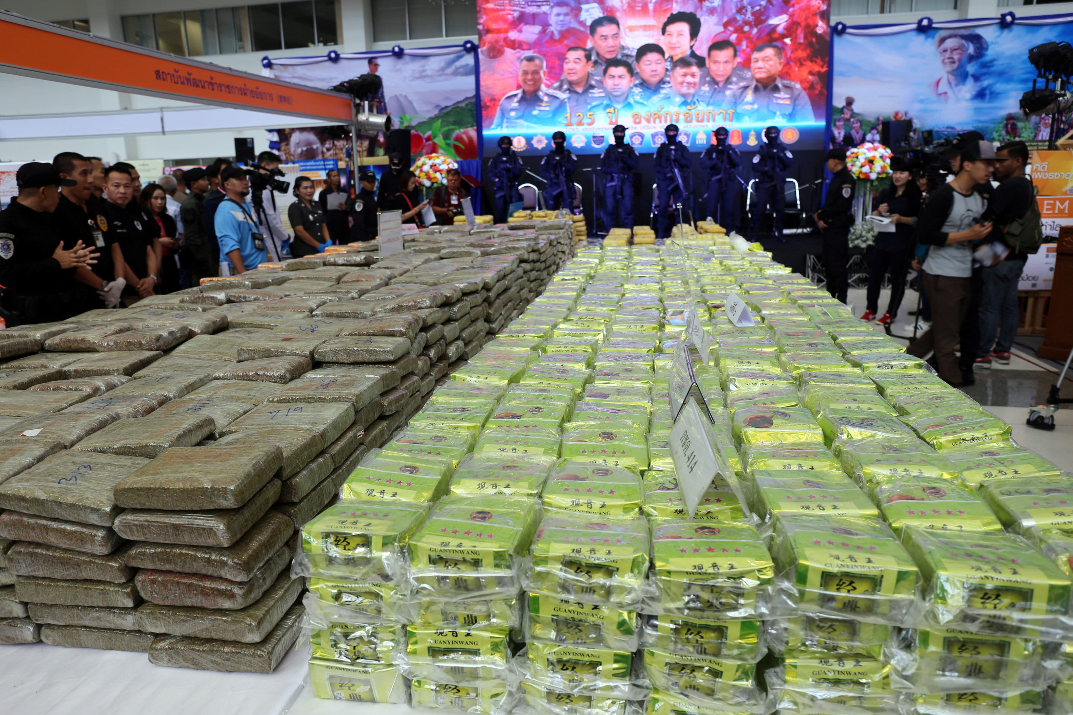 Image [Thailand makes one of its 'largest ever' crystal methamphetamine busts seizing US $22.42 million worth of the drug; news conference in Bangkok, Thailand April 3, 2018. REUTERS / Panu Wongcha-um]