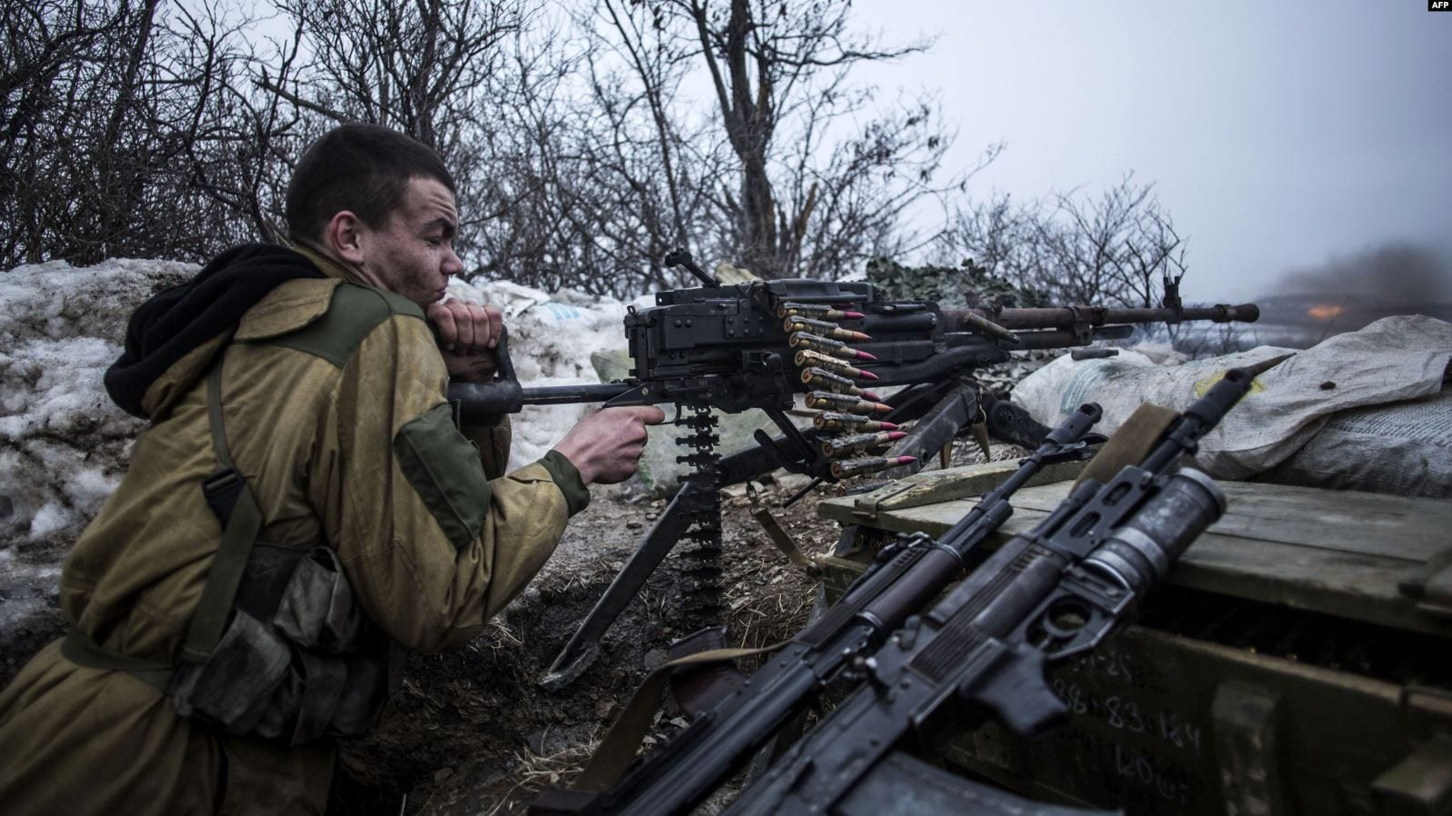 Image A pro-Russia separatist fires his machine gun toward Ukrainian Army positions near Debaltseve in late January 2015.