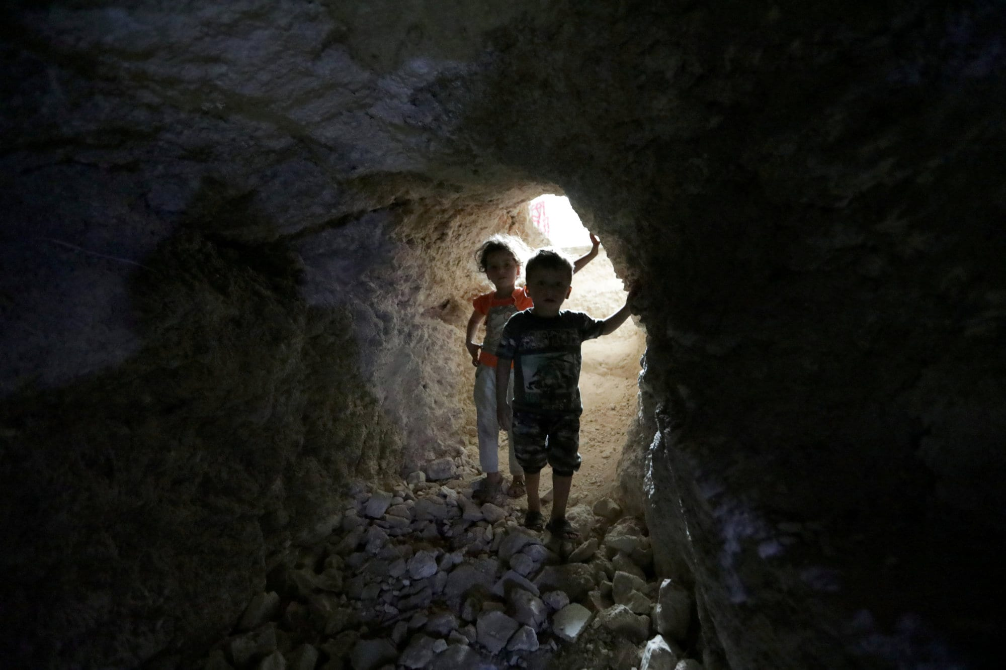 [Children walk in a makeshift shelter in an underground cave in Idlib, Syria September 3, 2018. (Photo: Khalil Ashawi / Reuters)]