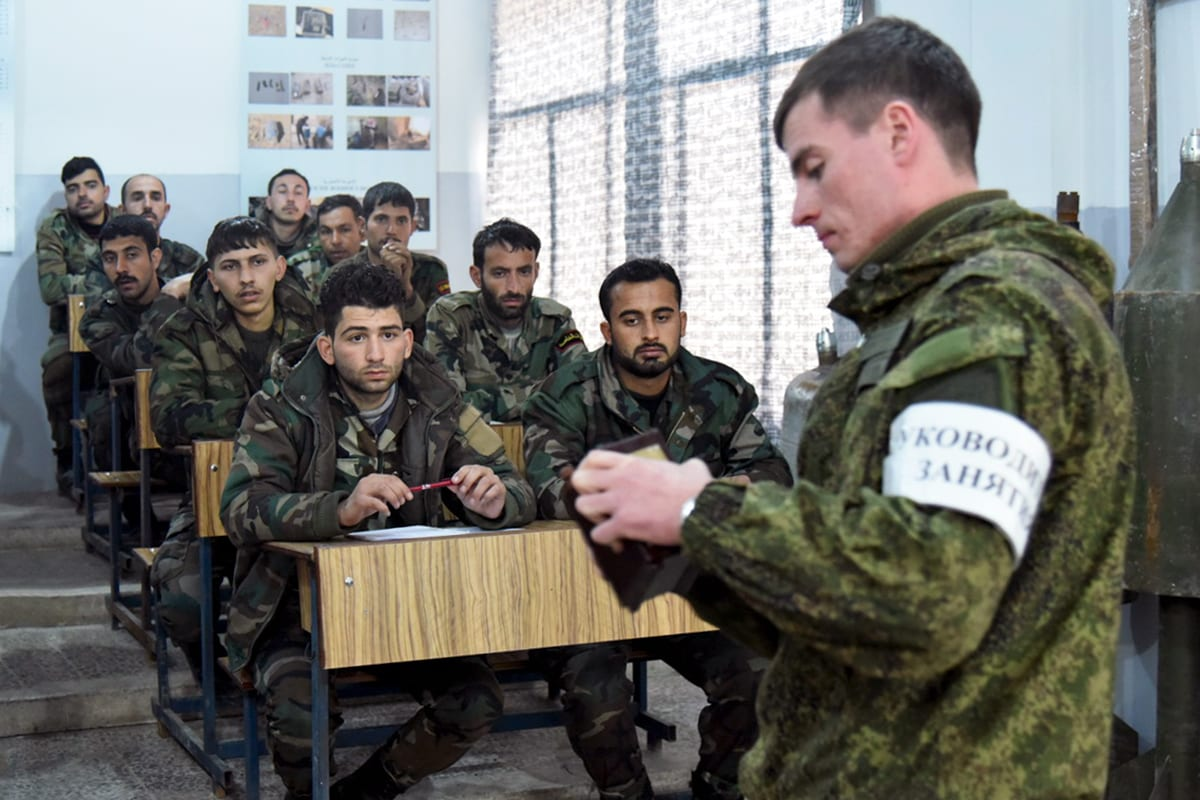 [Russian military adviser trains Syrians in mine clearance operations (Image: Russian Defence Ministry)]